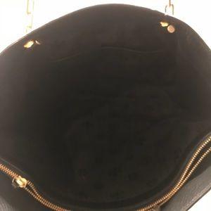 bf686be07dd5 Tory Burch Bags - Tory Burch Mercer Shiraz Leather Tote Handbag